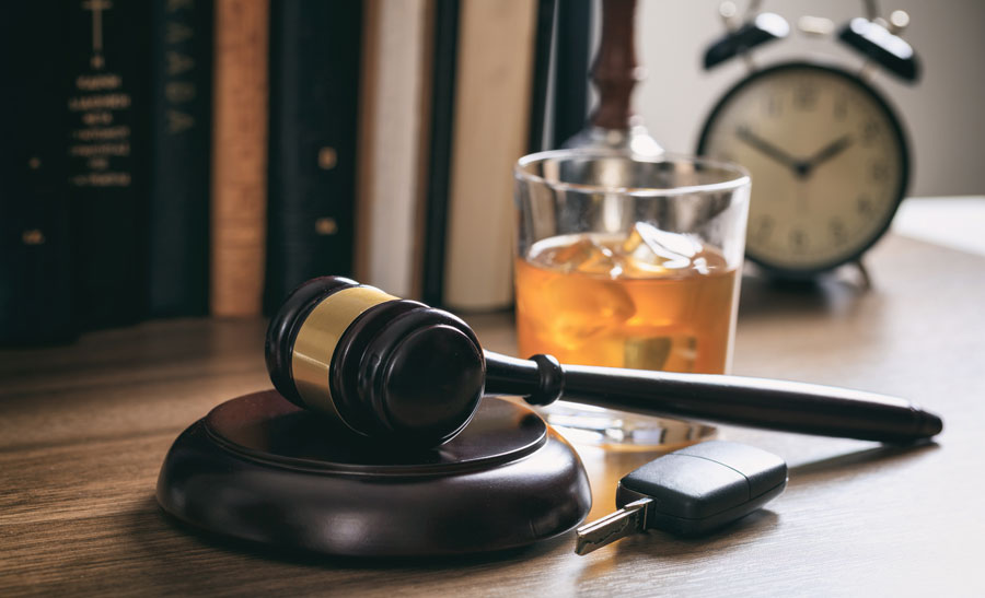 photo of a gavel, car key, and alcohol drink representing a DUI and the need for DUI classes