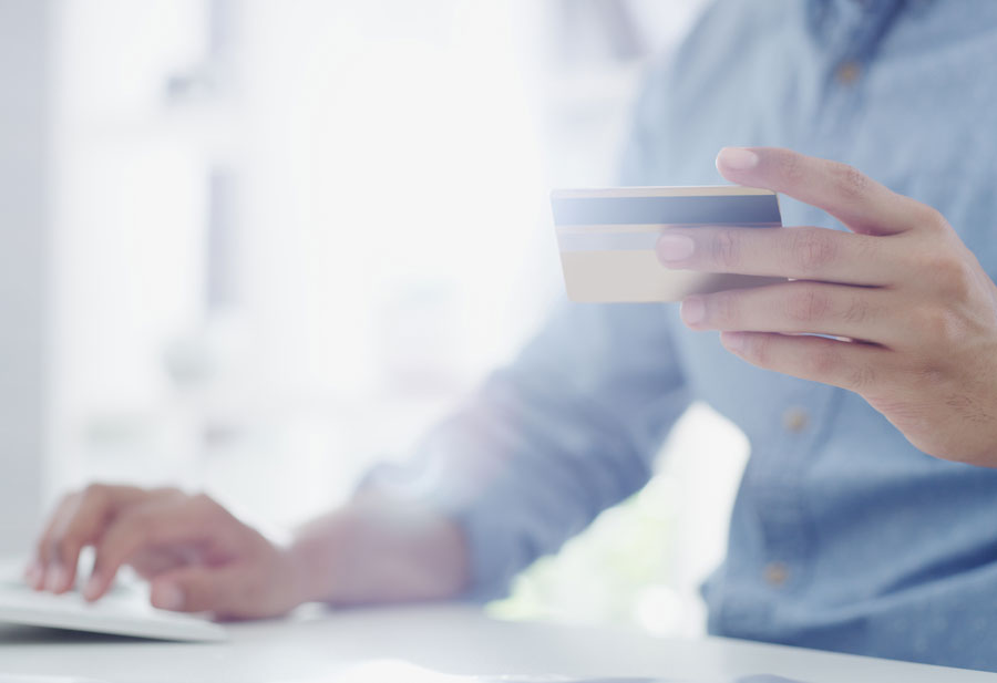 photo of a merchant accepting a credit card payment